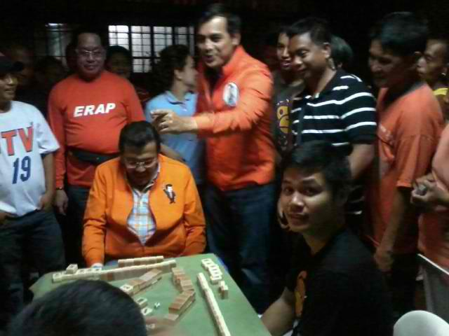 'WHAT GAMBLING?' Re-electionist Vice Mayor Isko Moreno denies that former President Joseph Estrada was gambling during a visit to the wake of fire victims in Manila. Image from 'What happens' Facebook page