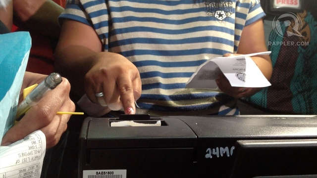 TESTING PCOS. In a final dry run, election inspectors check if the PCOS works. Photo by Paterno Esmaquel II