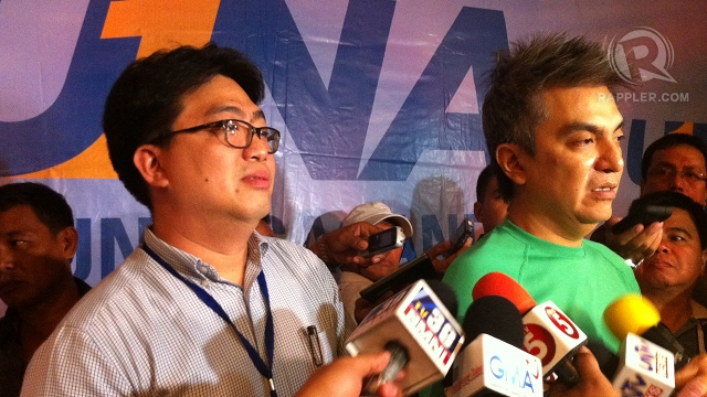 """EXPLAIN PROCESS. UNA IT consultant Gadburt Mercado (left) and campaign manager Toby Tiangco ask the Comelec to explain who has access to its data after a Smartmatic personnel supposedly """"inadvertently deleted"""" an election file. Photo by Rappler/Ayee Macaraig"""