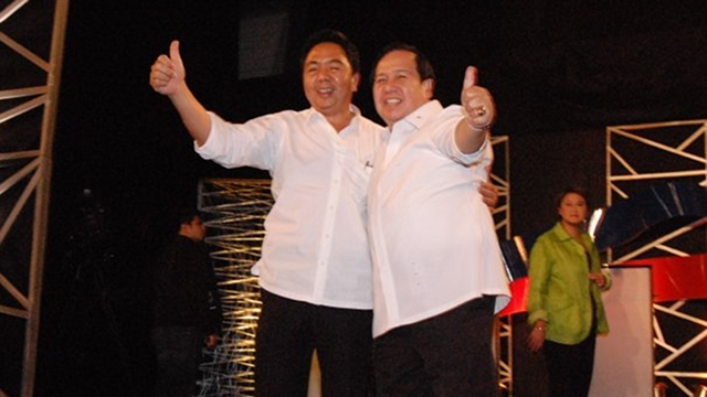 "'THE TRANSFORMERS.' Former Sen Richard Gordon ran for president in 2010 with former MMDA Chairman Bayani Fernando as running mate. They called their tandem ""The Transformers."" File photo from Gordon's Facebook page"