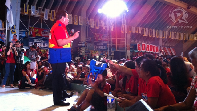 'ON HIS OWN.' Former Sen Dick Gordon tells Olongapo residents that his son, Brian, will have to campaign on his own, and he will not force them to vote for him.