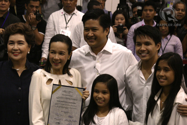 NUMBER ONE. Grace Poe came with her husband Neil Llamanzares, their children, as well as mother actress Susan Roces. Photo by Vincent Go/Rappler