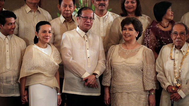 FAMILY TIES. The Poe family has strong ties with the Aquino family, with Susan Roces considering Cory Aquino a friend. File photo by Malacañang Photo Bureau