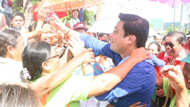 "EXCLUDED FROM INC LIST. Resigned Sen Migz Zubiri says he is doing everything physically possible ""short of a heart attack"" to make it to the top 12. File photo from Zubiri's Facebook page"