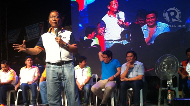 PETITION. Vice President Jejomar Binay campaigns for UNA in this file photo by Ayee Macaraig/Rappler