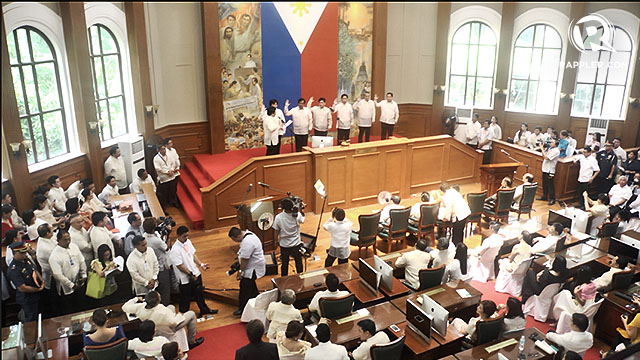 MANILA COUNCILORS. Thirty-six councilors of Manila also took their oath before Acting Senate President Jinggoy Estrada.