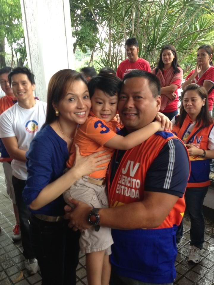 'VERY DIFFICULT.' San Juan Rep JV Ejercito says it is very difficult to balance family time with campaigning. In this photo, wife Cindy Lotuaco, and their son Julio Jose join him on the campaign trail. Photo from Ejercito's Facebook page.