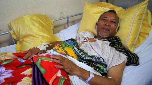 LANAO AMBUSH. Mayor Abdulmalik Manamparan of Nunungan town recuperates at a hospital in Iligan City, Lanao del Norte province. Photo by Richele Umel/AFP