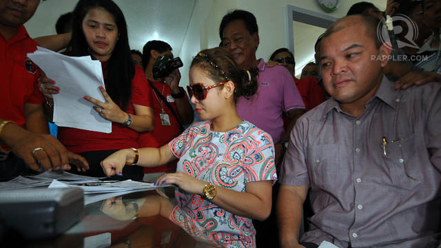 SURPRISE CANDIDATE. Manny Pacquiao's wife Jinkee Pacquiao files her certificate of candidacy on Tuesday, October 2. Photo by Cocoy Sexcion.