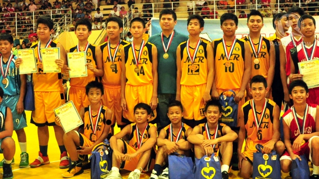 TOMORROW'S STARS. The NCR elementary boys took home the gold defeating Calabarzon in the finals 90-97. Loj Guinmapang.