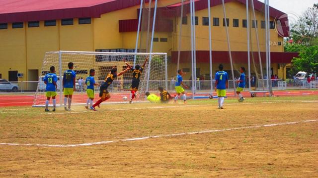 CELEBRATION. NCR celebrates after scoring a goal in the secondary boys Palarong Pambansa 2012 football finals. Isabel Rodriguez.