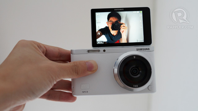 Samsung NX-mini hands-on; the 'selfie cam' to beat