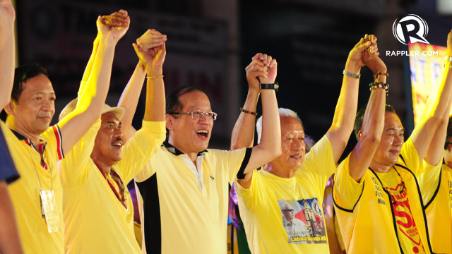 ALL AGAINST THE 'DIABLO.' President Benigno Aquino shows support for Liberal Party local candidates Mayor Alfredo Lim and running mate Lou Veloso. Rappler/Haiko Magtrayo