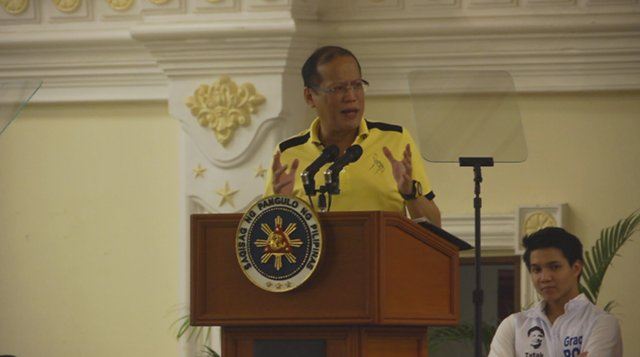 AQUINO ATTENDS SORTIE. President Benigno Aquino III attended a Team PNoy sortie in Pampanga on Friday, March 1 despite an exchange of fire in Sabah just hours earlier. Photo by Franz Lopez.