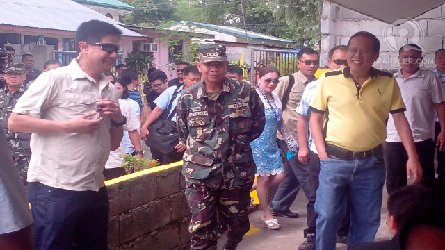 EARLY VOTER. President Aquino cast his vote early in Tarlac. Photo by Rappler