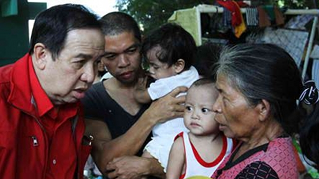 POLITICIZING RED CROSS? Gordon faces criticism of politicizing the Philippine Red Cross, which he heads. To Gordon, his critics are just 'insecure.' File photo from Gordon's Facebook page