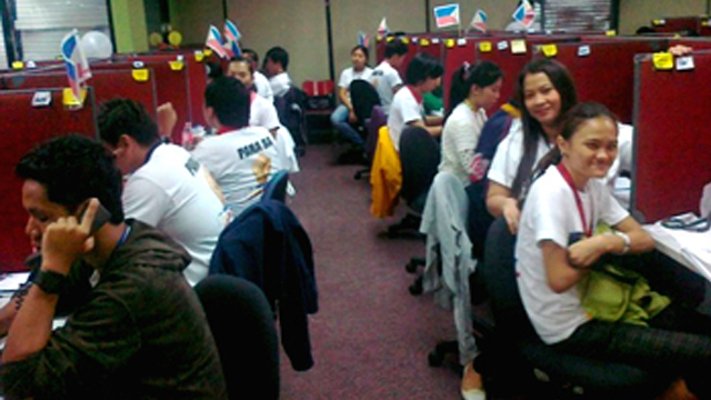 SUPPORT CENTER. Call center agents deployed for the 2010 elections. Photo from Comelec-EID