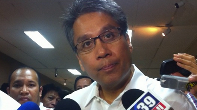 POLITICIANS BEWARE. Interior Secretary Mar Roxas says PNP personnel shouldn't serve as bodyguards to politicians. File photo