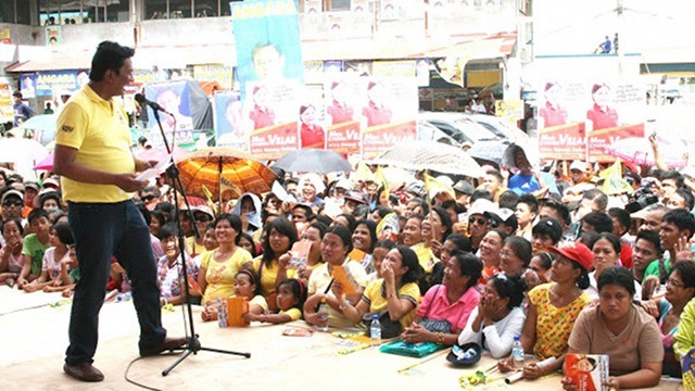 LP PITCH. Albay Gov Joey Salceda urges Albayanos to vote for Team PNoy during an administration sortie in March. File photo courtesy: Philippine News Agency