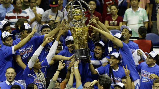 d072b48fab417 COFFEE CHAMPIONS. The San Mig Super Coffee Mixers celebrate their PBA  Philippine Cup championship win