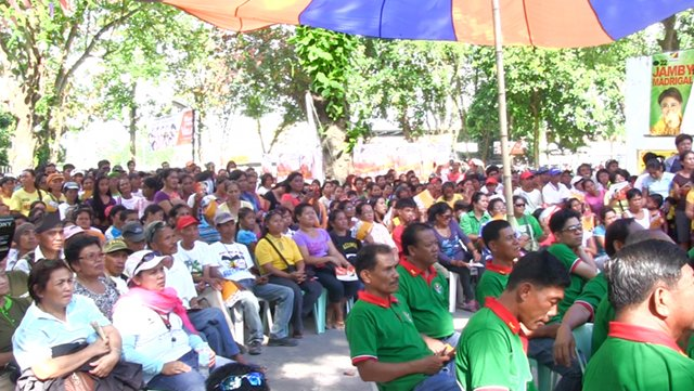 SMALL CROWD. Team PNoy's crowds were small in number in Southern Mindanao. Photo by Franz Lopez.