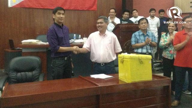 FIFTH TERM. Incumbent Mayor Jay Vergara proclaimed as Cabanatuan City mayor. Photo courtesy of Maunlad Cabanatuan's Facebook page