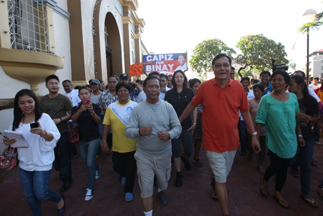 EARLIER VISIT. Vice President Binay visited Capiz with Zambales Rep Mitos Magsaysay in June 2012. The UNA sortie in Roxas' home province this month was delayed to ensure Binay can attend the event. File photo from OVP Media