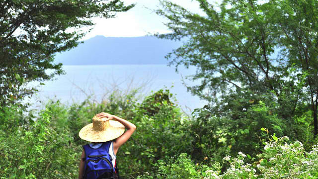 Should women be traveling solo?